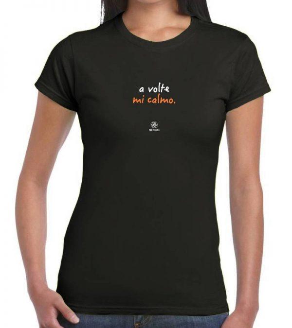 T-shirt donna - A volte mi calmo - ricamo nero